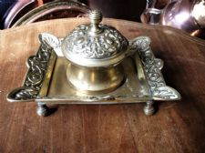 ANTIQUE ORNATE CAST BRASS DESK INK WELL ON 4 FEET HINGED LID & CROCK LINER